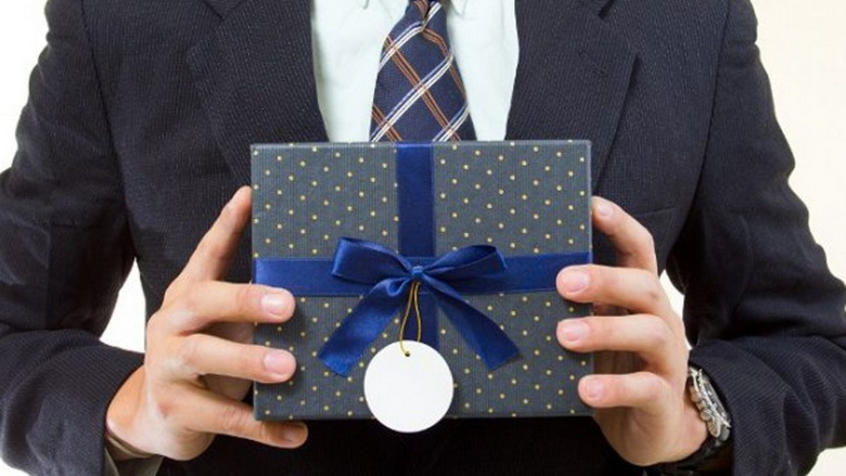 Подарунок для колеги на Новий рік 2020