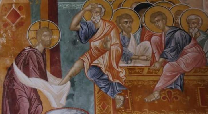 Ісус омиває ноги апостолам під час Чистого Четверга