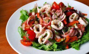 Салати з кальмарами на Новий рік 2020: смачно і корисно