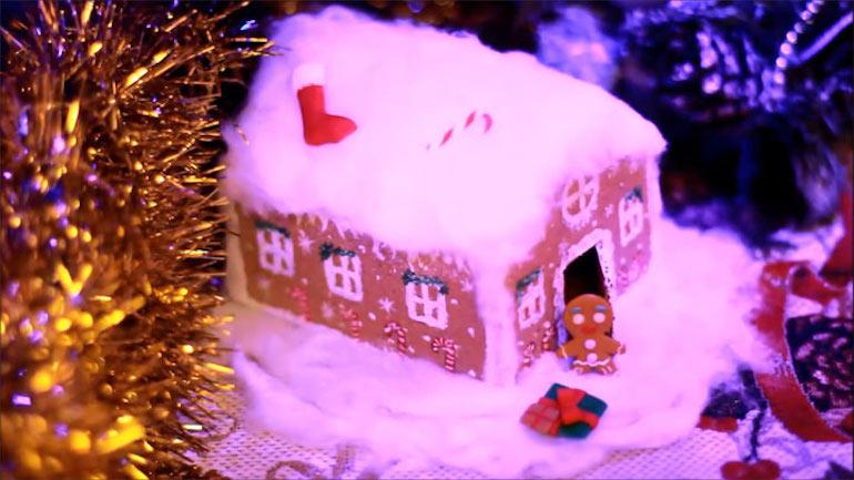 Новорічна композиція до Нового року 2020 у вигляді будиночка