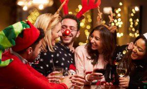 Новорічні анекдоти 2022: на корпоратив і для сім'ї